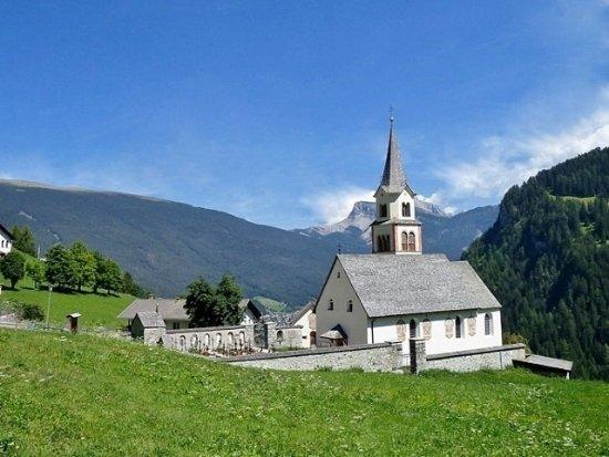 Parrocchia Santo Leonardo : Vista complessiva della chiesa