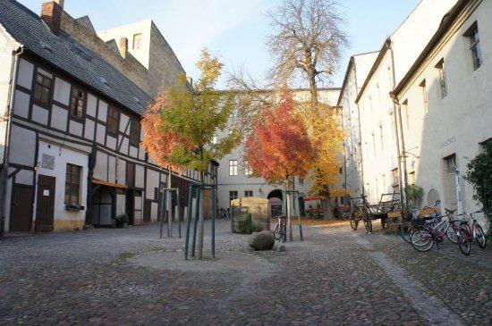 Wittenberg, Germany: Der Hof im Herbst