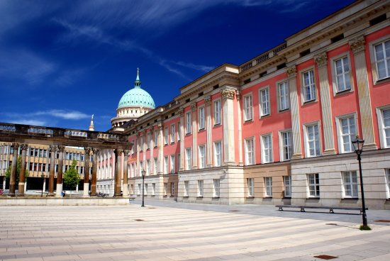 une vue de la faaade ouest. Landtag Brandenburg: Façade Ouest Une Vue De La Faaade