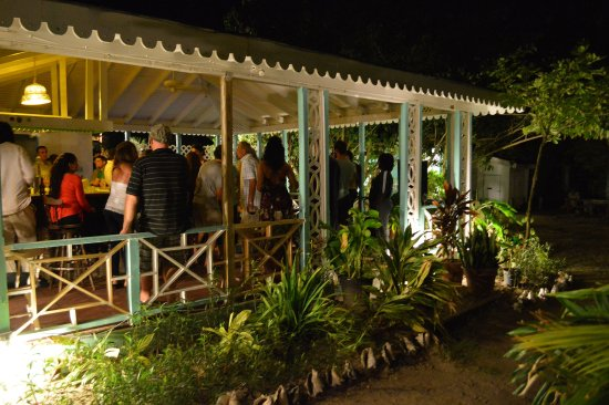 Oualie Beach Restaurant : Party night