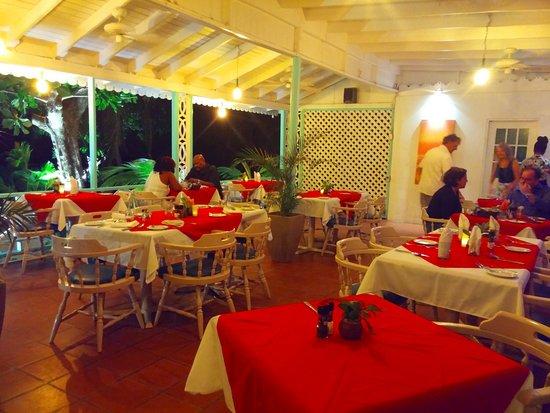 Oualie Beach Restaurant: Indoor restaurant
