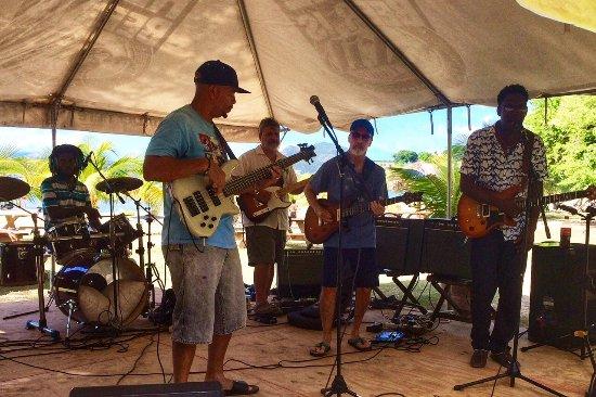 Oualie Beach Restaurant: Beach stage live music