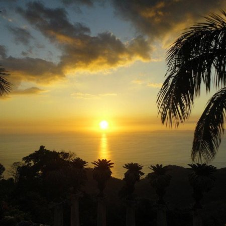 Zephyr Palace Luxury Rental Mansion: Sunset view