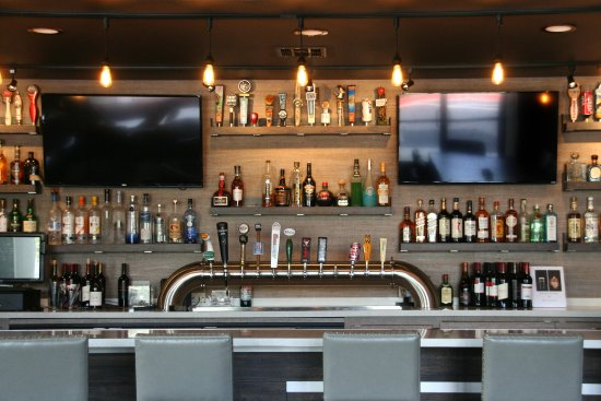 Tustin, CA: Player's Lounge bar.