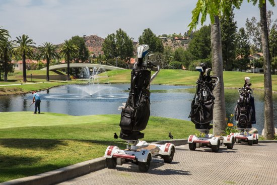 Tustin, CA: Golf boards available for up to four players.