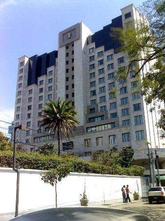 Zona Viva: es justo en la 14 calle a pocos metros de un lujoso hotel y de otro legendario lujoso hotel