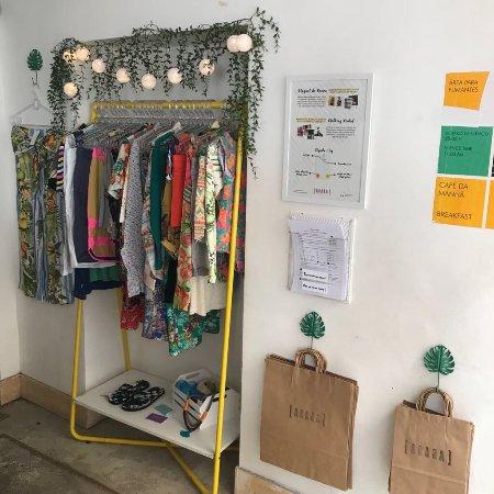 013432c8ded aluguel e roupas do brechó Arara Garimpo - Foto de Hospedaria Rio ...