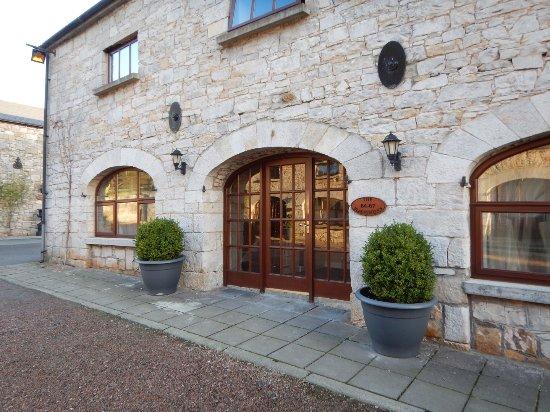 Kingscourt, Ирландия: Courtyard entrance to room