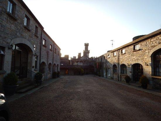 Kingscourt, Ирландия: View of Courtyard