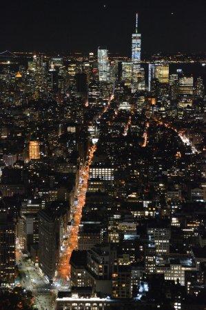 Flatiron Building: by night