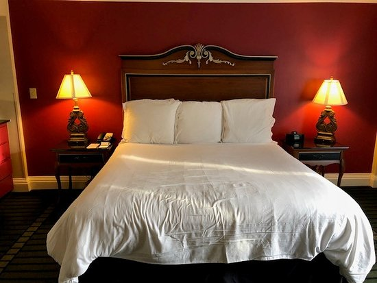 Bourbon Orleans Hotel: Bed in Balcony Room