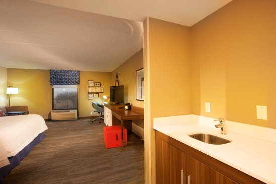 Hampton Inn Pennsville : King Deluxe/Suite - Sleeps 2 with Small Kitchen Space