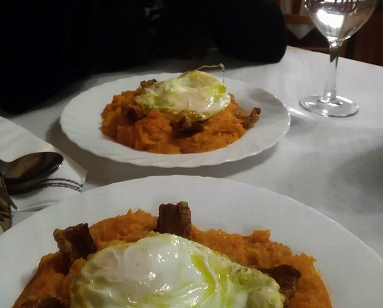 Mombeltran, Hiszpania: Patatas revolconas