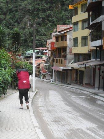 Santuario Hotel: O hotel fica nessa rua descendo.