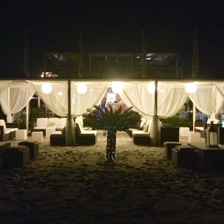 Danio Restaurant & Lounge Bar: Danio beach