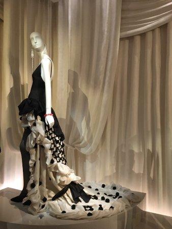 magnifique robe du soir picture of musee yves saint. Black Bedroom Furniture Sets. Home Design Ideas