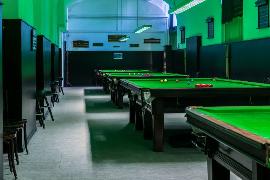 Ötker Snooker Club and Pub: 4 asztalos snookerterem