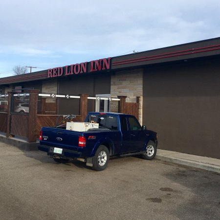 Red Lion Inn and Restaurant in a bar in Kindersley.