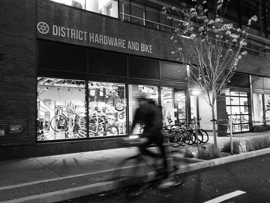 ‪District Hardware and Bike‬