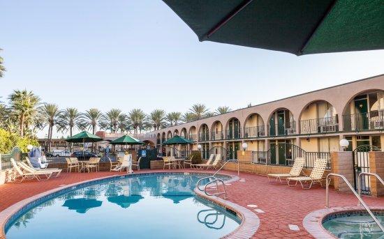 Kings Inn Anaheim: Kings Inn Hotel near Disneyland - Pool + Hot Tub - Family-Friendly + Kid-Friendly