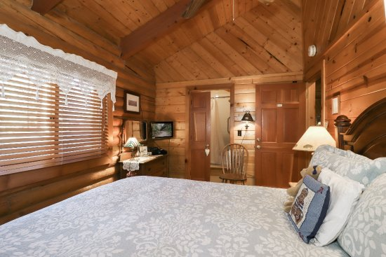 Fawnskin, CA: Woodland Room