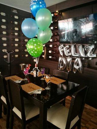 Foto de restaurante el callao ibagu feliz d a for Cuartos decorados romanticos con globos