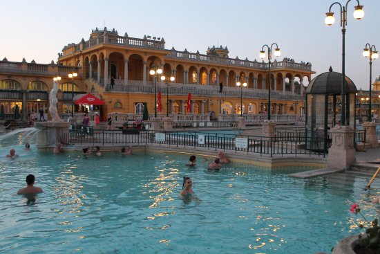 szechenyi terme - budapest - Picture of Szechenyi Baths and Pool ...