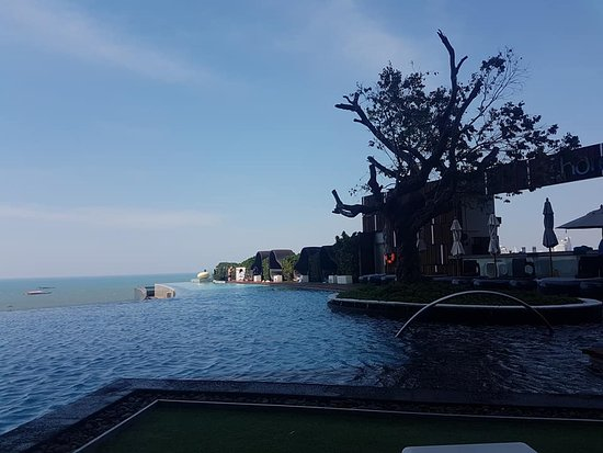 Hilton Pattaya: Level 17 Infinity pool,, beautiful