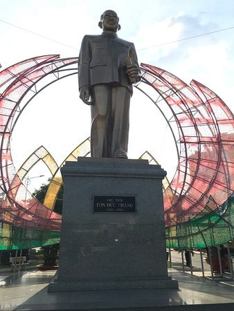 Ton Duc Thang Statue