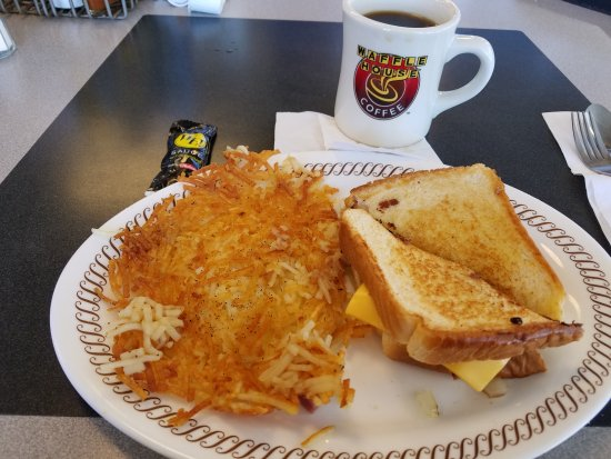 ‪‪White House‬, ‪Tennessee‬: Egg and Cheese Melt Sandwich w/coffee and crispy hash browns‬