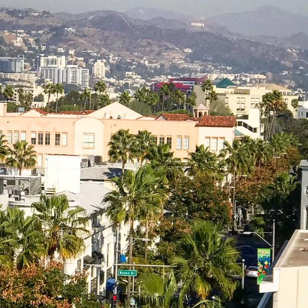 Glitterati Tours Lunch At Freds Restaurant In Beverly Hills Gives You Views From Rodeo Drive