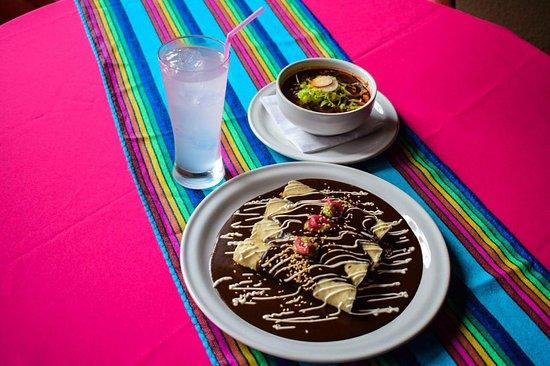 Saltillo, Meksyk: Pozole & Enmoladas
