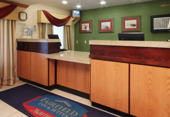 Fairfield Inn & Suites Wheeling-St. Clairsville, OH: Lobby
