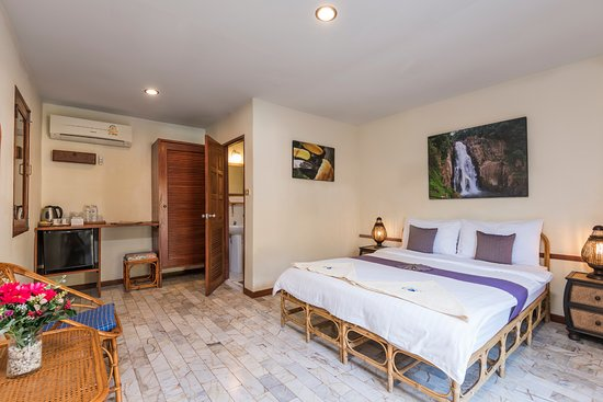 Eco Valley Lodge Khao Yai : Double bungalows feature 1 Queen sized bed