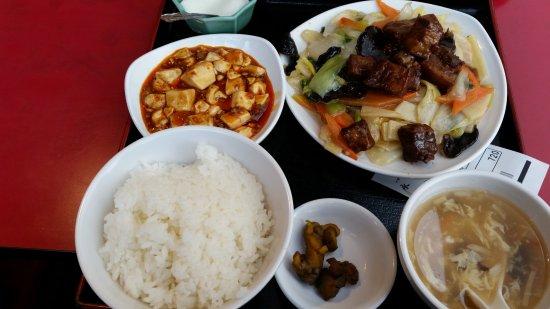 Chugoku Tohoku kakyo Ryori Gyozabo Eiri Toyosuten : 日替わりランチ 豚肉と野菜の炒めもの、スープ、何注文しても付いてくる麻婆豆腐と杏仁豆腐