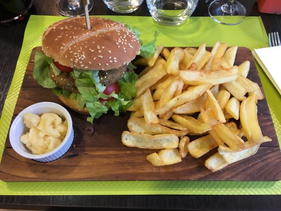 Roujan, Frankreich: Burger végétarien