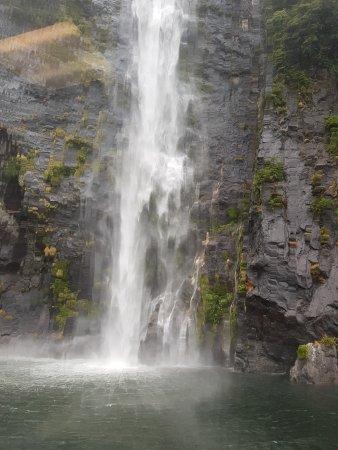 Milford Sound: Amazing waterfalls
