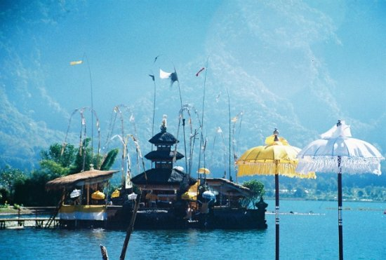 Bedugul, Indonesia: Temple Ulun Danu at Lake Bratan