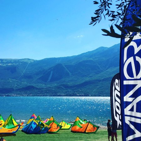 Campione del Garda, Ý: Kite School & Shop