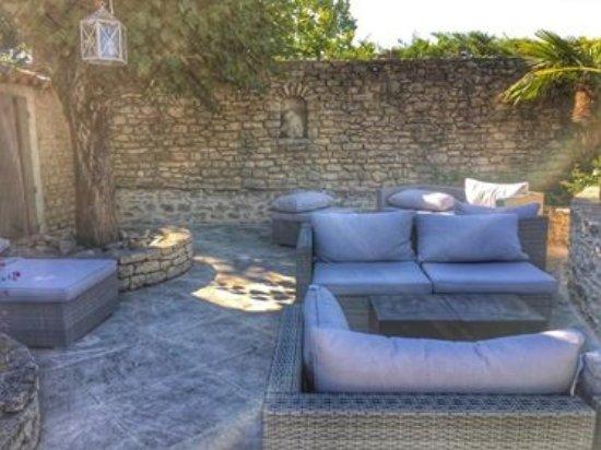Petit salon de jardin cosy pour un apéro sous le soleil ...