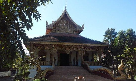 Chiang Chom Temple (Wat Chedi Plong Pagoda)