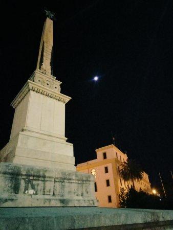 Obelisco Alle Tredici Vittime