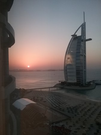 Jumeirah Beach Hotel: Sunset from our room on the 23rd floor