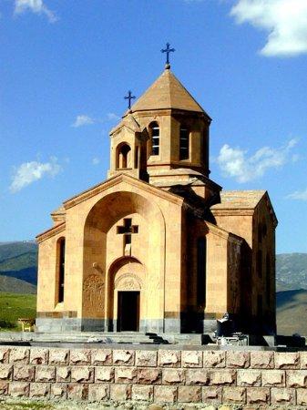 Kotayk Province, أرمينيا: Церковь у  деревни Техеник