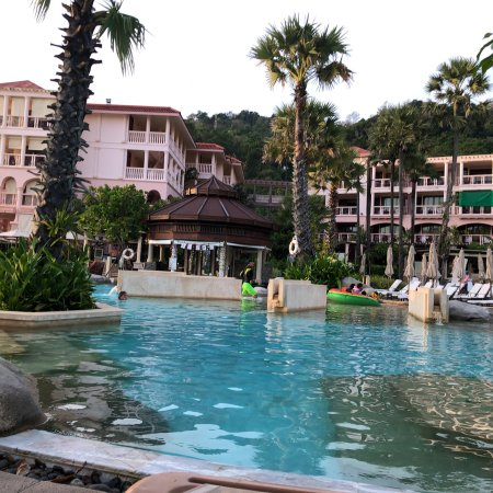 Wonderfull resort & awesome entertainment team