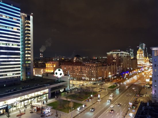 New Arbat (Novy Arbat) : View to Radisson Royal Moscow Hotel