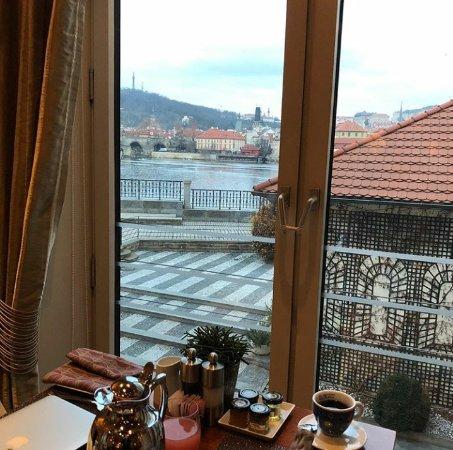 Four Seasons Hotel Prague: 2017-12-23-16-20-41_large.jpg