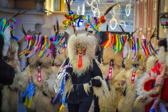 Slovenia: Carnival masks chase winter away