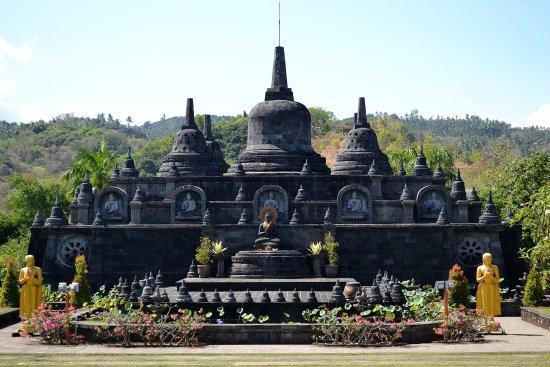 Brahma Vihara Arama Buddhist Monastery: Храм