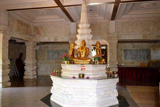 Brahma Vihara Arama Buddhist Monastery: Интерьер